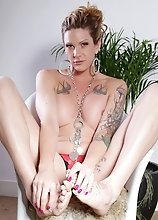 Tattooed tgirl Morgan exposing herself
